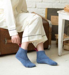妊娠中は座って靴下を履く